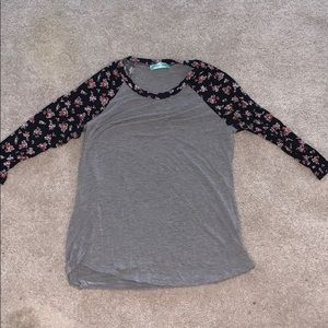 Tops - Size small boutique shirt